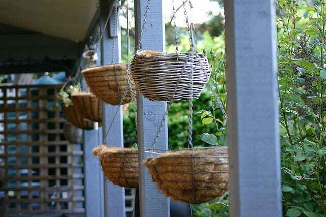How To Make Round Hanging Flower Baskets : Choosing a pot plant container the pros and cons