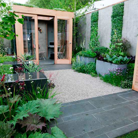 Clever ways to add space with creative vertical gardens for Courtyard garden designs