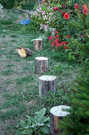 These simple rustic log seats for one are a great way to recycle timber in the backyard without costing a cent. Kids can paint their name or a picture on the top for a child size seat or position them so they can play games! Photo: Chema.foces