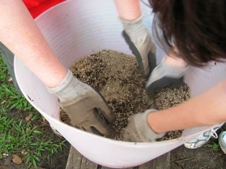 Blend the coir peat and vermiculite together first.
